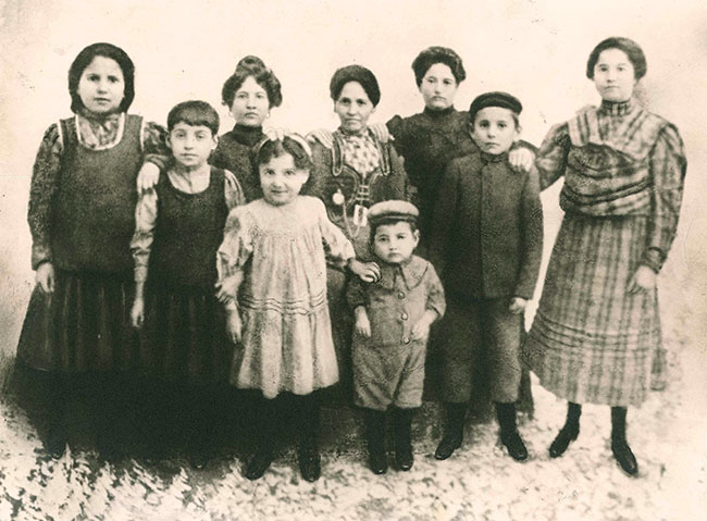 Samuel Goldseker (youngest, center) with his siblings in Mlynov, Russia in 1906; three of his siblings perished in the Holocaust.