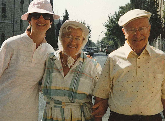 Audrey Polt with her Aunt Frieda and Uncle Max Abramowitz in Jerusalem, 1988.