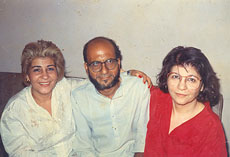 Mahfooz Ahmad Khan is flanked by his two Jewish aunts, Khatoon (left) and Ghazala.  (Tazpit News Agency)