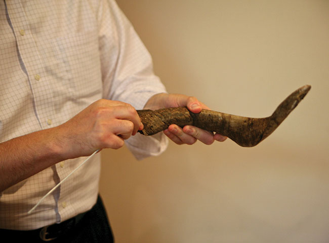 Rabbi Nochum Katsenelenbogen shows making a shofar is not as hard as it seems. 1. Using an untangled hanger, find where the hollow part of the horn meets the solid part.