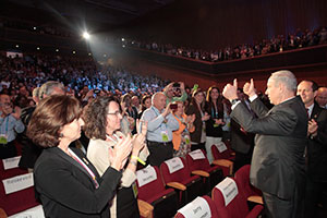 PM Netanyahu at the Opening Plenary greeting attendees (Photo vy AG for JFNA)