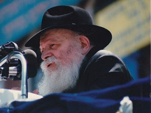 Rabbi Menachem Mendel Schneerson addresses a Brooklyn audience in 1987. Photo by Mordecai Baron via Wikimedia Commons