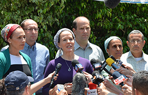 Racheli Frenkel (center), mother of kidnapped teenager Naftali Frenkel, addresses the media with the mothers of the other abducted teens, Eyal Yifrah and Gilad Shaar, outside her home in Nof Ayalon in central Israel. (Yossi Zeliger/Flash 90)
