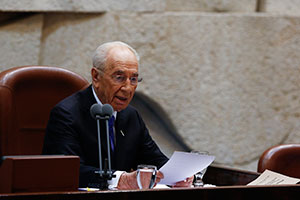 Shimon Peres speaking at the swearing-in ceremony for his successor as Israeli president, Reuven Rivlin, July 24, 2014. (Yonatan Sindel/Flash90)