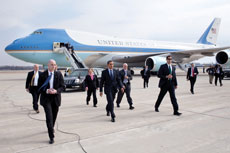 A handful of Secret Service agents surround President Barack Obama after disembarking from Air Force One. In contrast, at a recent luncheon in New York, Israeli Prime Minister Benjamin Netanyahu was accompanied by nearly 30 security personnel. (Pete Souza/White House)