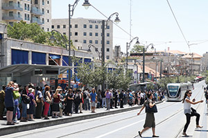 Despite a huge drop in the use of the Jerusalem Light Rail, stations can still get a sizable number of commuters.  (File photo)