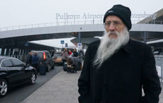 Rabbi Yosef Mendelevitch stands at St. Petersburg's Pulkovo Airport, where he was arrested in 1970.