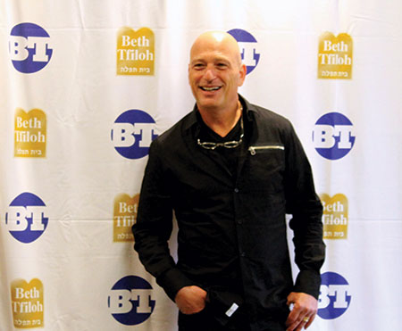 Howie Mandel meets Beth Tfiloh families in a private meet-and-greet before the show. (Justin Katz)