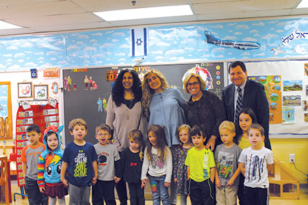 Back row, from left: Orly Purrio, Revital Shimoni, Michelle Gold and Rabbi Ronald Shulman pose for a photo with a class at Chizuk Amuno's Goldsmith Early Childhood Education Center. (Photo by Justin Katz)