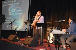Rabbi Noam Katz performs at the Union for Reform Judaism's biennial  conference in Orlando, Fla. (Provided)