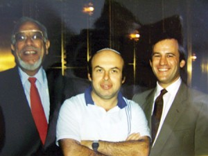 Natan Sharansky (center) with Morty Macks (left) and Rabbi Mitchell Wohlberg at Beth Tfiloh in 1986 (Beth Tfiloh Congregation)