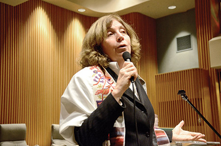 Anat Hoffman (Melissa Gerr)