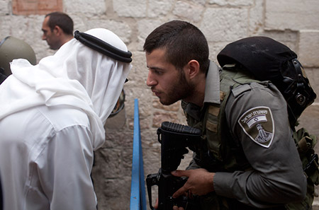 An Israeli border policeman speaks to a Palestinian man next to a stabbing scene in Jerusalem's Old City in Oct. 2015. (Lior Mizrahi/Getty Images)