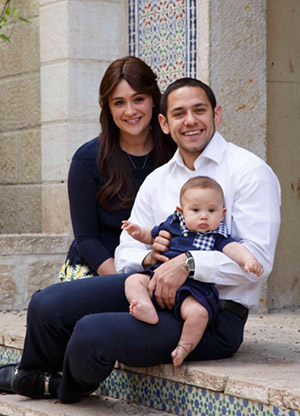 Akiva Neuman with his wife, Chani, and son Yaakov Shmuel.