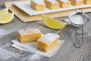 Lemon Squares (©istockphoto.com/enushkab)