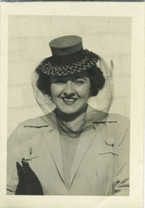 An unidentified woman in a stylish hat, circa 1940 (Snapshot: CCourtesy of the Jewish Museum of Maryland,2001.040.045)