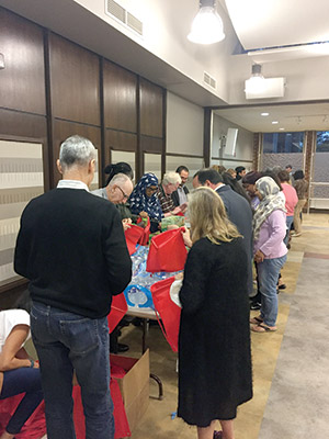 """Participants put together """"blessing bags"""" for needy residents. (Justin Silberman)"""