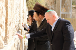 MARYLAND GOV. LARRY HOGAN PRAYS AT THE WESTERN WALL IN JERUSALEM ON FRIDAY DURING HIS TRADE MISSION TO ISRAEL. PHOTO COURTESY OF OFFICE OF THE GOVERNOR