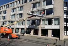 relatives of Fiet Aussen get lifted up by a crane