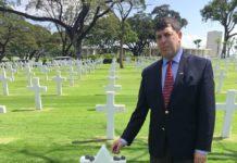 Rabbi John Franken at the gravesite