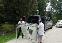 Rabbi Baron and Bob Hurwitz set up the mishkan tent. (Carolyn Conte)