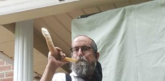 Baron blows the shofar for Siegel (Conte)