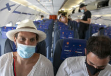 Passengers on an Israir flight between Tel Aviv and Eilat, Aug. 17, 2020. (Olivier Fitoussi/Flash90)