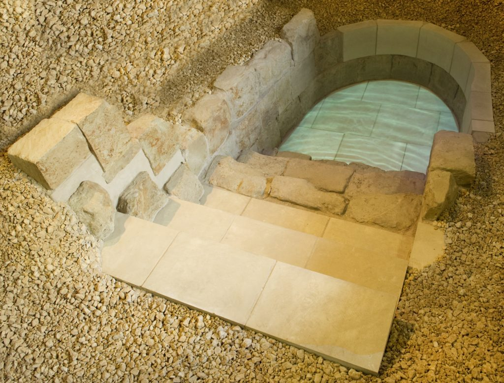 Medieval mikveh on permanent display at the Jewish Museum London