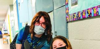 Teacher Ellie Shulman and student Ahuva Silverberg