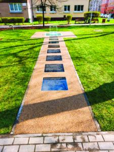 memorial honoring the Ringelblum Archive