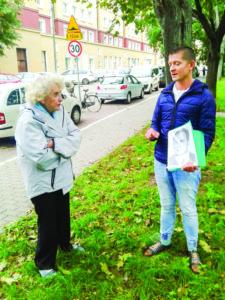 Ida Schmidt-Chait and tour guide Paweł Szczerkowski