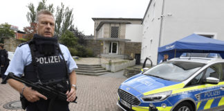 Police guard the synagogue of Hagen, Germany